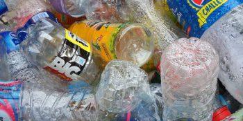 Genialny pomysł Polaków na wykorzystanie starych opakowań plastikowych!